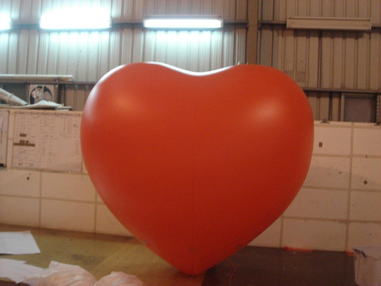Inflatable red heart balloon紅色心型廣告氣球