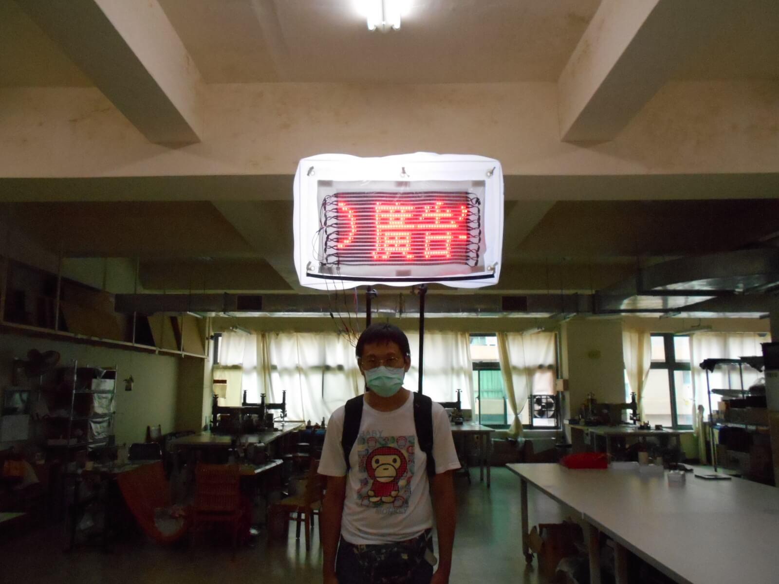 LED字幕與PVC氣球和行動背包