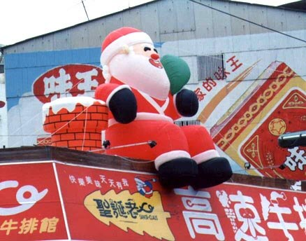 Air filled roof Santa Claus balloon holding treasure bag充氣式屋頂聖誕老公公造型氣球