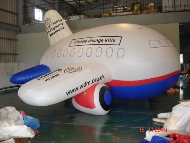 Inflated helium airplane advertising balloon with client's logo印製或手繪客戶標籤的空飄卡通胖胖型飛機廣告氣球