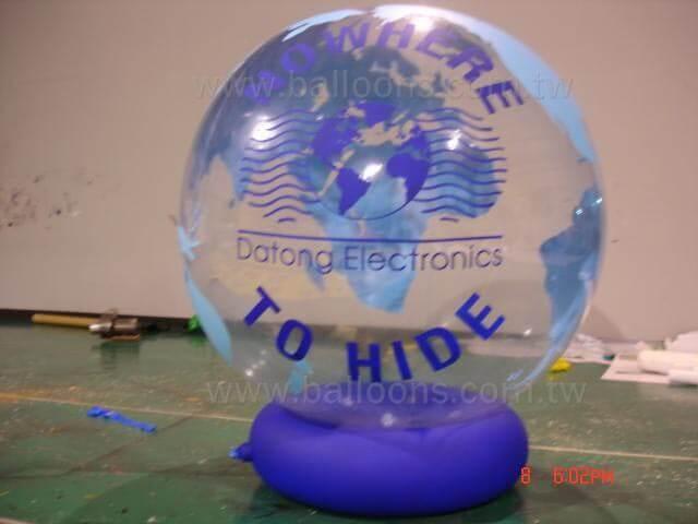 Custom painted globe balloon and plinth立地式手繪美工透明地球廣告氣球